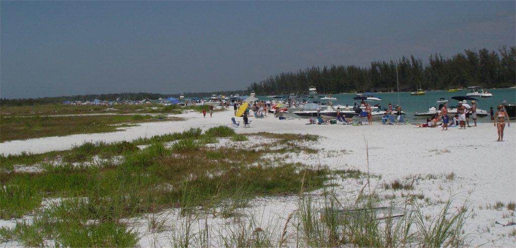 DSC03623_Keeywaydin_Island's_public_beach